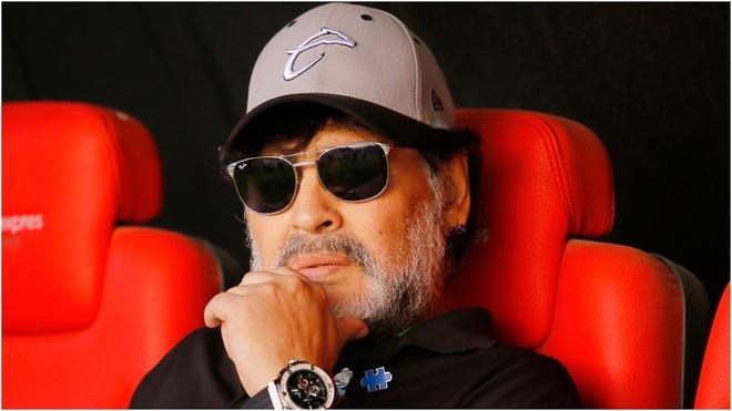 Maradona molesto con el arbitraje
