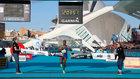 Alayew cruza la meta del Maratón de Valencia 2019.