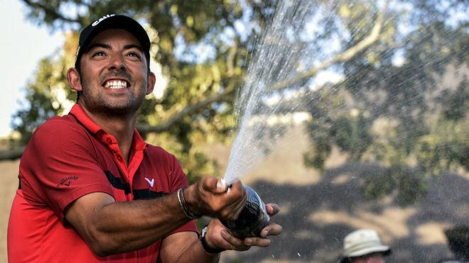 Pablo Larrazábal festeja la victoria con champán