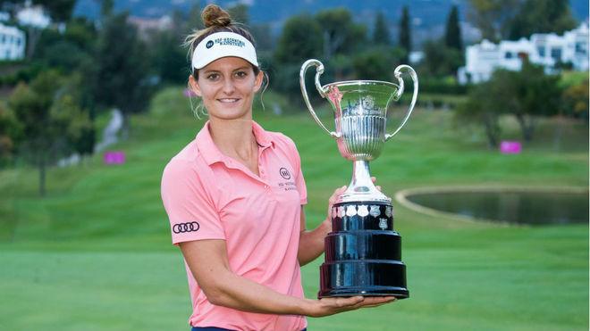 Anne Van Dam, con el trofeo