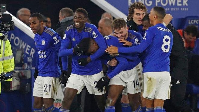 Los jugadores del Leicester celebran el gol de Iheanacho.
