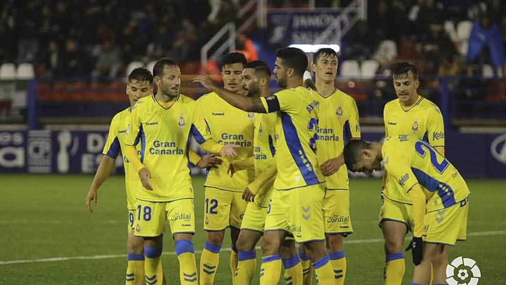 Los jugadores de Las Palmas celebran en el Francisco de la Hera  el...