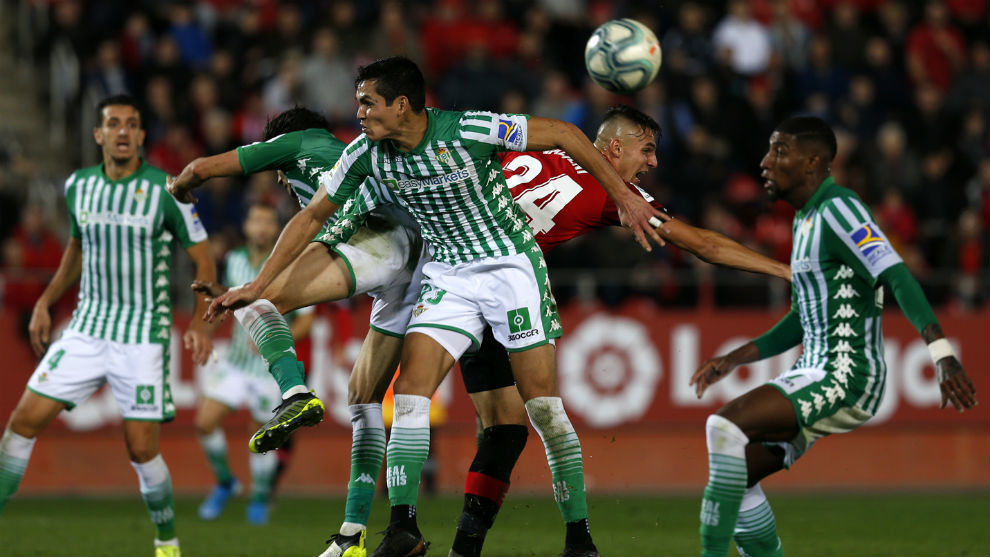 Andrés Guardado renovó con el Real Betis hasta 2022