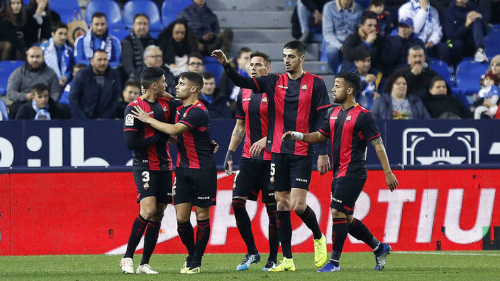 Los jugadores del Reus celebra la victoria de la temporada pasada en...