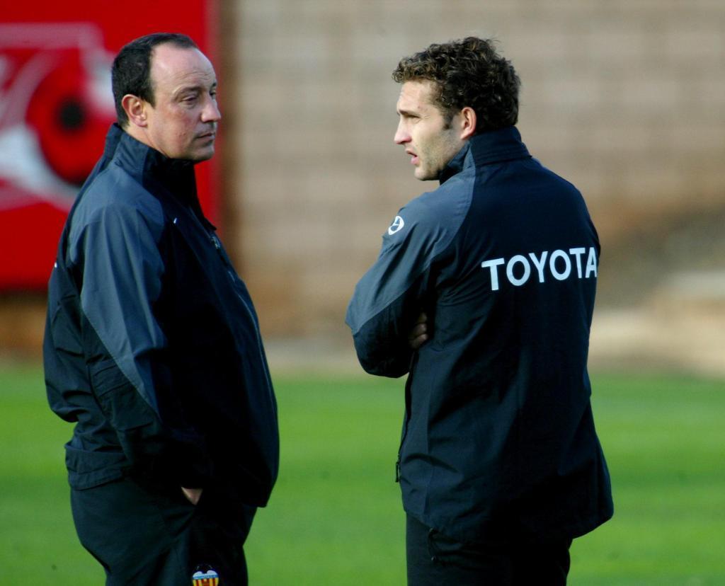 Baraja junto a Rafa Benítez en un entrenamiento del Valencia en 2004