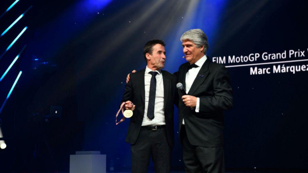 Julià Márquez, con Jorge Viegas, presidente de la FIM.