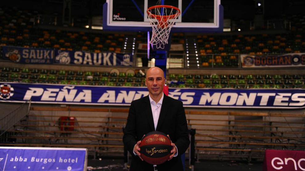 Joan Peñarroya, técnico de San Pablo Burgos, en El Coliseum /