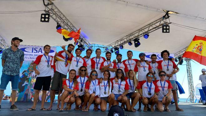La selección española con la medalla de plata.