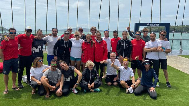 Los regatistas de los siete equipos españoles, en Auckland (Nueva...