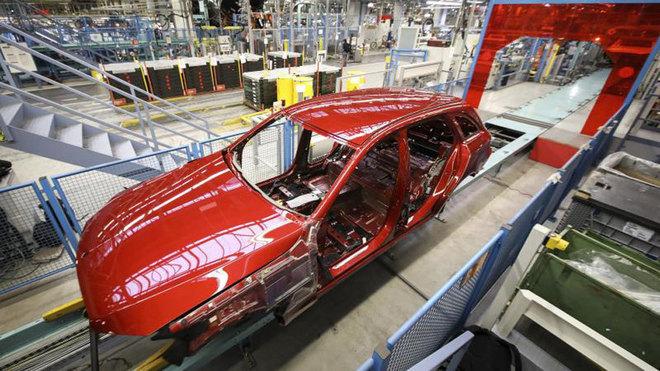 Mercedes-Benz será el nuevo líder de ventas del segmento premium en...