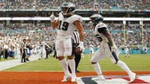 J.J. Arcega-Whiteside celebra su primer 'touchdown' en la...
