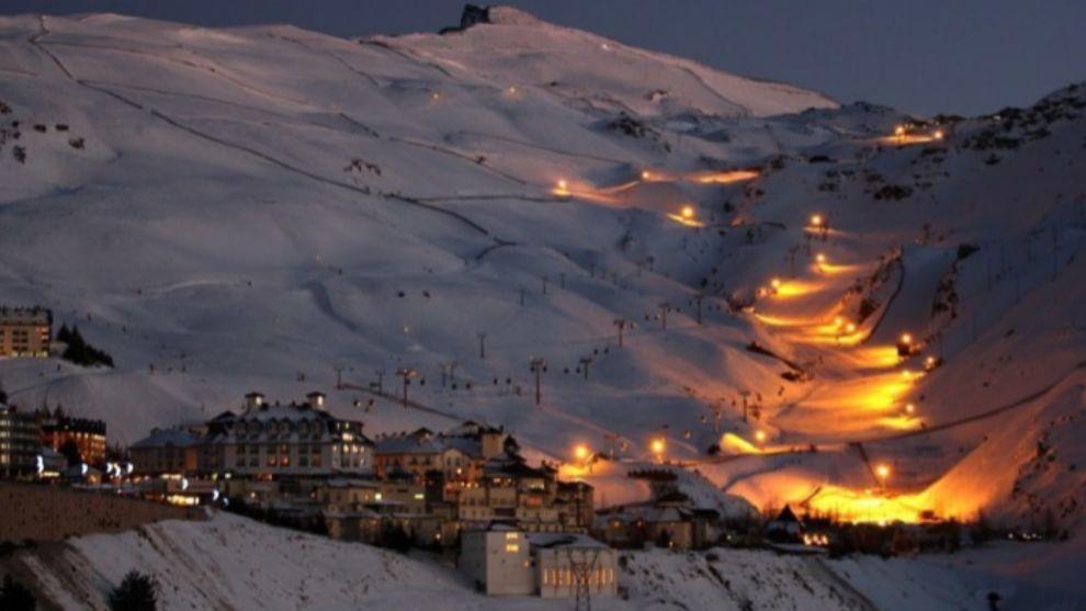 El esquí nocturno arranca este sábado en sierra Nevada