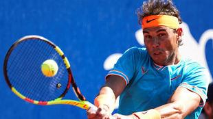 Rafa Nadal devuelve la bola durante un encuentro en el Barcelona Open...
