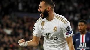 Benzema celebra un gol con el Real Madrid.