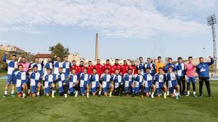La plantilla del CE Sabadell porsa para MARCA celebrando el liderato...