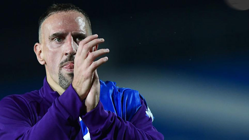 Frank Ribéry aplaudiendo a la afición en un partido con la Fiorentina.