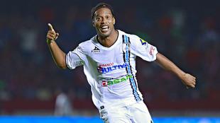 Ronaldinho durante su paso por el Querétaro