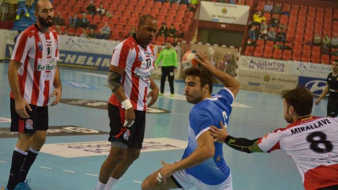 Un momento del partido entre el Atl. Valladolid y el Puerto Sagunto /