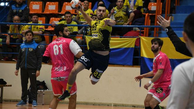 Un momento del partido entre el Bidasoa y el Cangas /