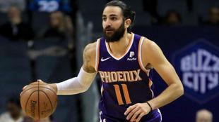 Ricky Rubio dirigiendo el ataque de los Suns