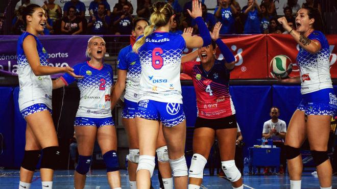 Las jugadoras del Sanay Libby's celebran un triunfo.