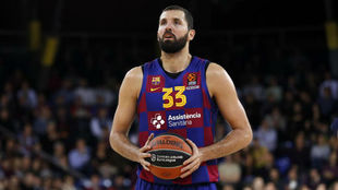 Nikola Mirotic lanzando tiros libres en la Euroliga