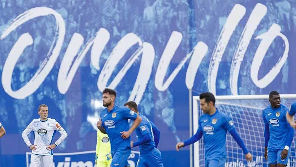 Los jugadores del Fuenlabrada tras marcar al Deportivo en el Fernando Torres