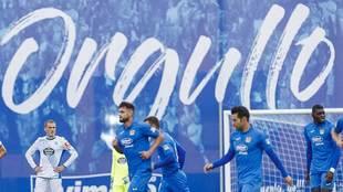 Los jugadores del Fuenlabrada tras marcar al Deportivo en el Fernando...