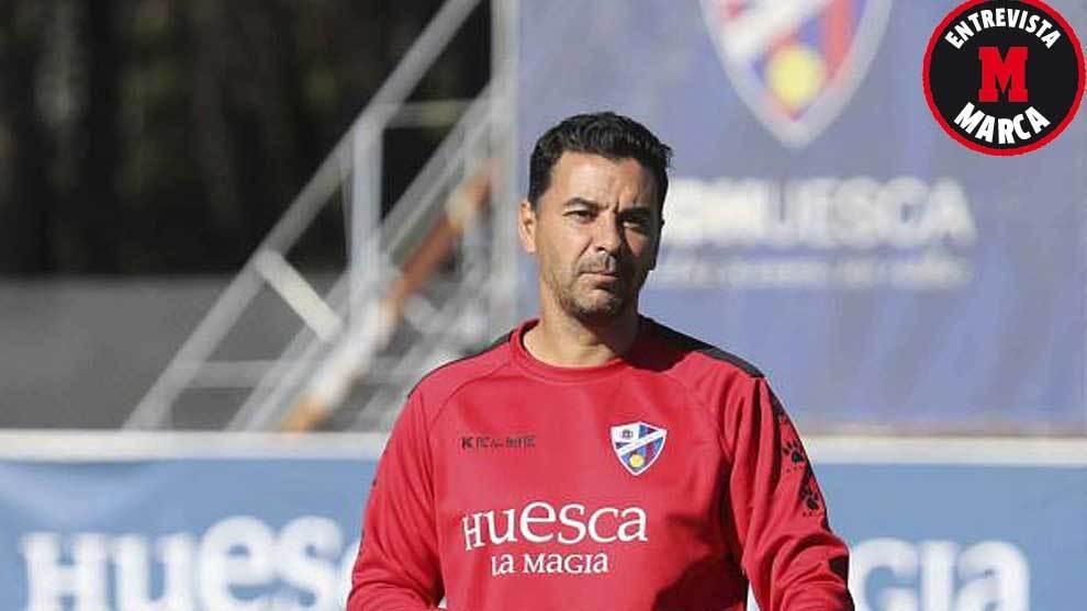 Míchel, durante un entrenamiento con el Huesca esta temporada