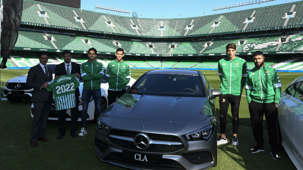 Entrega de coches Mercedes-Benz a los jugadores del Betis