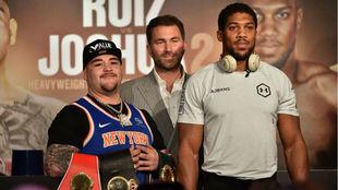 Andy Ruiz y Anthony Joshua tras la conferencia de prensa en Diriya.