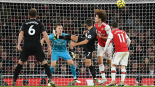 Maupay anota el gol del triunfo del Brighton
