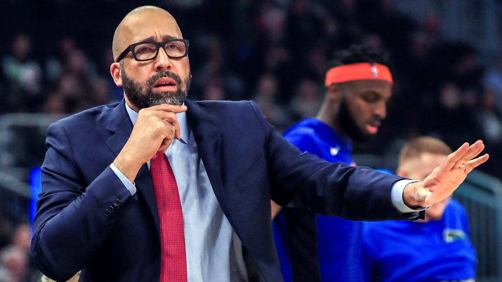 David Fizdale da instrucciones en el banquillo de los Knicks