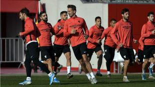 Entrenamiento del Sevilla en la Ciudad Deportiva.