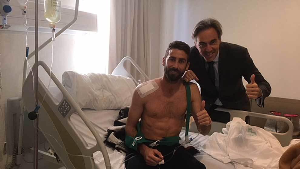 José Mari, aún en la clínica tras ser intervenido por el Dr...