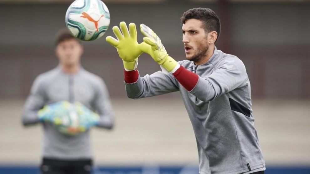 Sergio Herrera, durante un entrenamiento con Osasuna.
