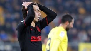 Joao Félix se lamente de una ocasión desperdiciada en el partido...