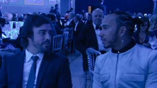 Fernando Alonso y Lewis Hamilton, durante la gala de la FIA 2019.