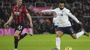 Salah lanza a portería frente al Bournemouth