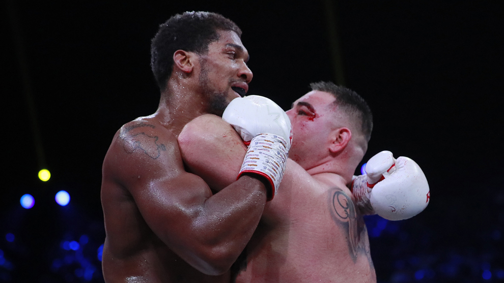 Anthony Joshua domina la pelea