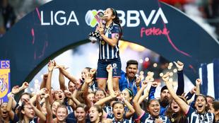 Monterrey levantó su primer título de Liga MX Femenil.
