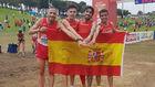 El equipo español posa tras haber ganado el bronce en categoría...