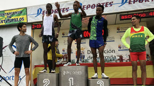 Ndikumwenayo, en lo más alto del podio