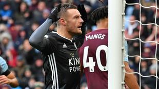 Vardy celebra uno de sus dos goles al Aston Villa