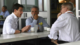 Toto Wolff, Chase Carey y Ross Brawn.
