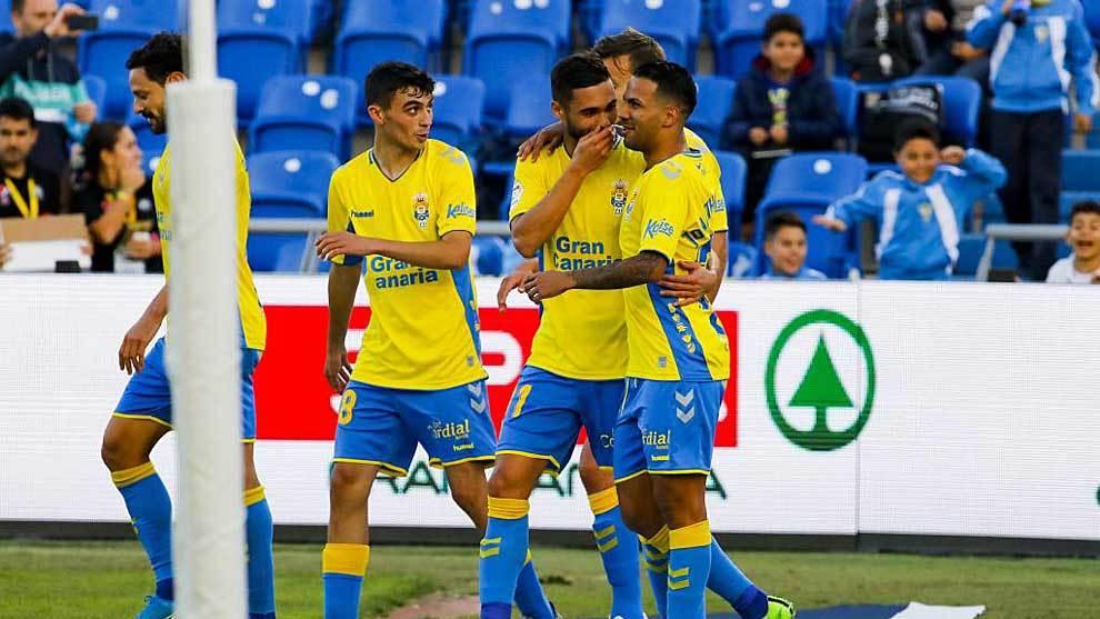 Viera celebra con Pedri y Benito el primer gol ante el Numancia