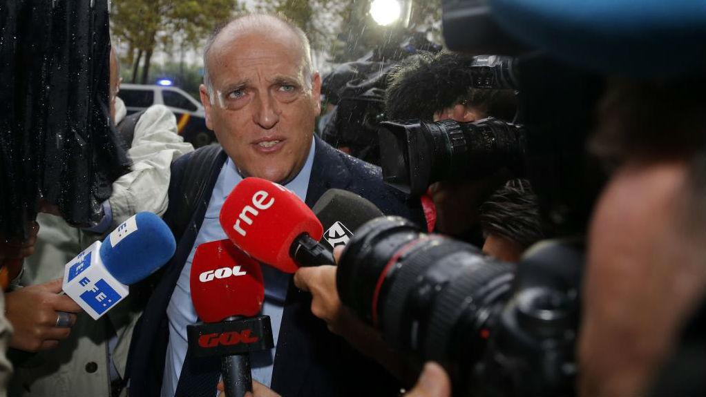El denunciante, Javier Tebas, a las puertas del Juzgado en Valencia,...