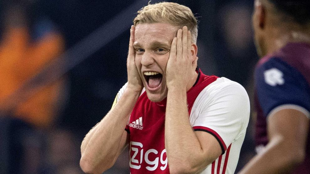 Van de Beek se lamenta de una acción en el último partido de Liga.