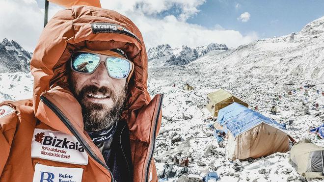 Álex Txikon, durante una de sus expediciones.