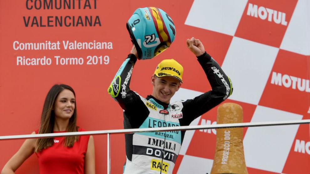 Artigas, en el podio de Valencia.